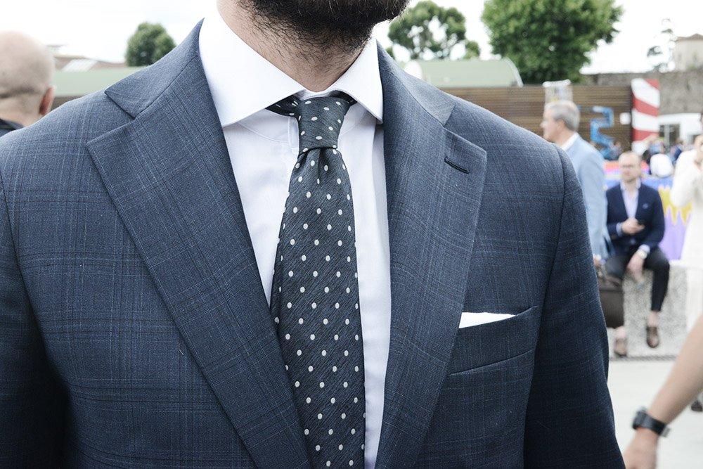 wie finde ich eine krawatte die zu meinem anzug passt. Black Bedroom Furniture Sets. Home Design Ideas