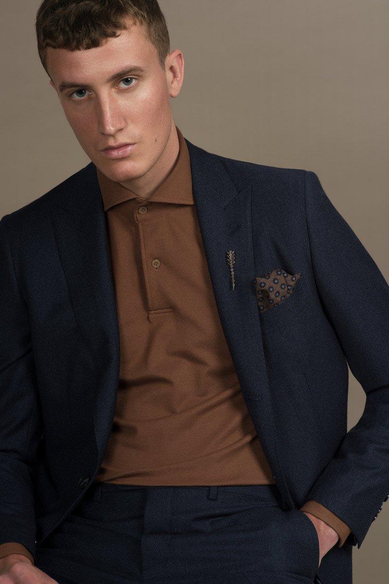 Braunes Polohemd nach Maß aus der aktuellen Kollektion