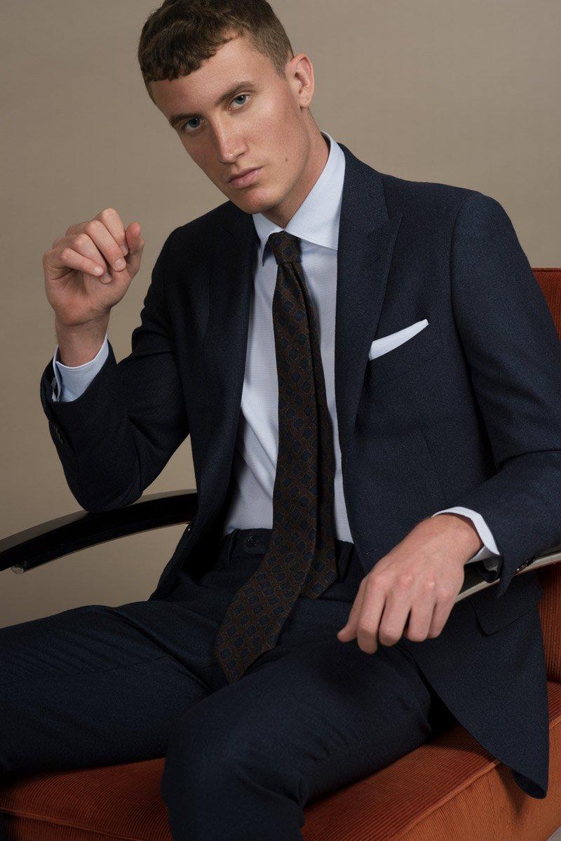 Dunkelblauer Flanell Anzug aus dem Herbst Winter 2018 Lookbook